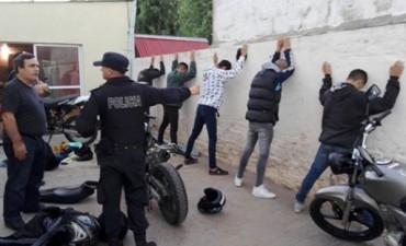 LA POLICÍA REALIZÓ DETENCIONES, SECUESTRÓ MOTOS ROBADAS E INVESTIGA EL HURTO DE UN AUTOMOVIL DE LEZAMA