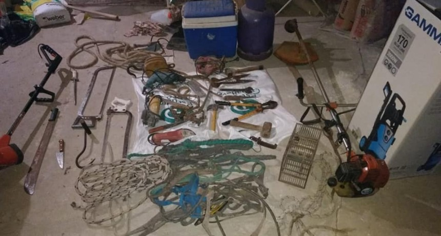 Hallan objetos robados en un campo de Lezama