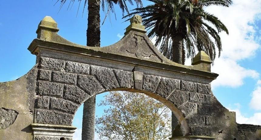 Recorrida por el edificio histórico de la Azotea junto al Director de Museos de la Provincia