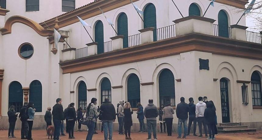 Comerciantes de Chascomús protestaron frente a la Municipalidad