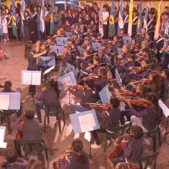 La Orquesta Escuela debutó en público y deleitó a todos