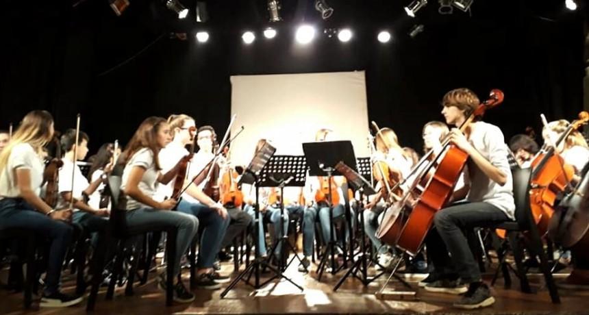Impecable actuación de la Orquesta Escuela