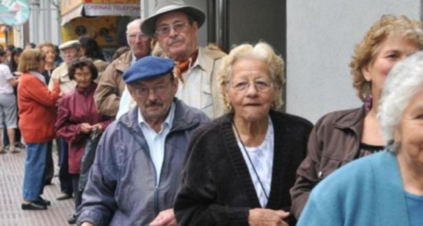 ANSES: quiénes son los jubilados que recibirán un bono de $900