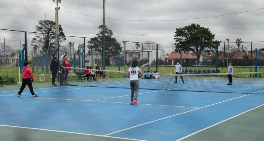 Más de 70 niños y niñas participaron del encuentro de tenis